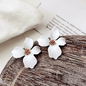 Jewelry - White floral earrings